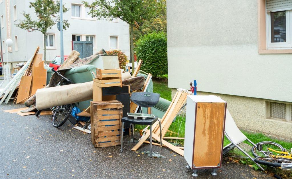 Почистване на тавани, мазета, дворове, гаражи, жилища в София и област
